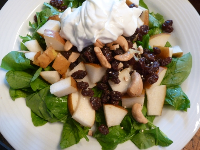 Pear Salad with spinach and cachews and yogurt
